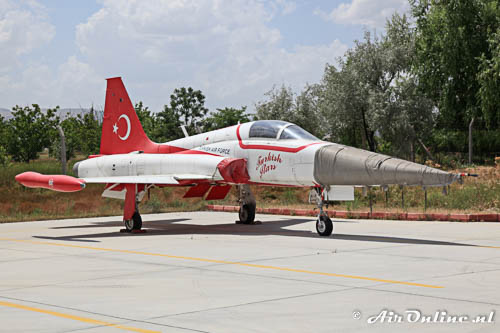71-3066 Canadair NF-5A Freedom Fighter Turkish Stars in opslag
