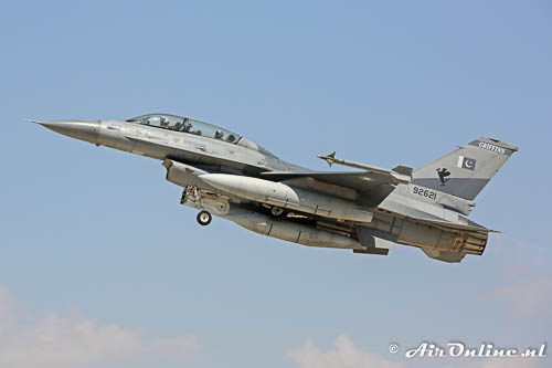 92621 General Dynamics F 16B Fighting Falcon PakistanAF