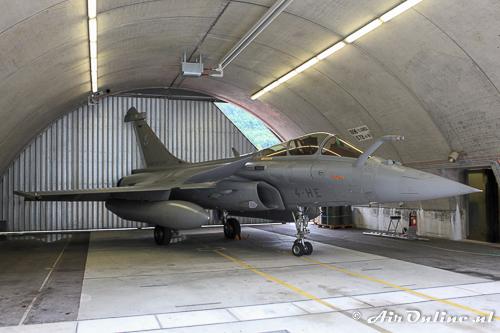 105 / 4-HE Dassault Rafale FAF stond in een bunker