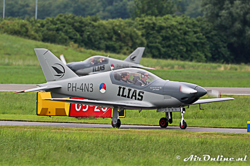 PH-4N3 Blackshape Prime BS-100 komt binnen uit Florennes met op de achtergrond het andere toestel