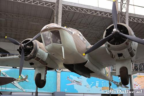 10038/XD-A Bristol Fairchild Bolingbroke IVT RAF waarbij het geopende bommenluik goed te zien is