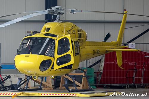 OO-HCE Aerospatiale 355N Ecureuil 2 staat binnen voor de montage van de camera