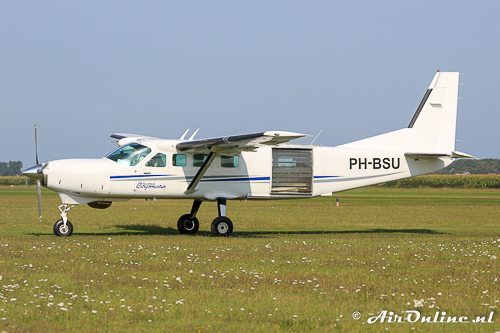 PH-BSU Cessna 208B Super Cargomaster (met raampjes)