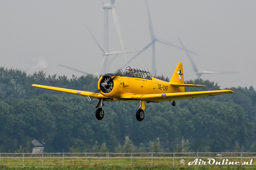 SE-CHP North American AT-6A Texan on finals runway 23