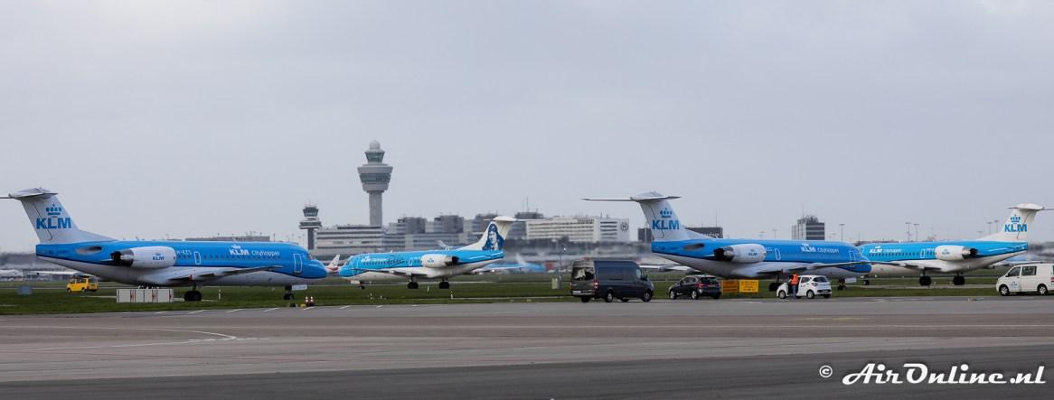De Fokkers taxien uit naar baan 04