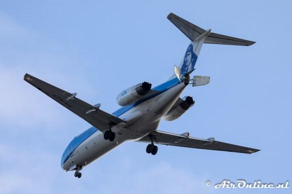 PH-KZU Fokker 70 KLM CityHopper met zijn geopende remkleppen