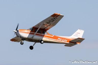 PH-LVH Reims-Cessna F172M Skyhawk met aan boord luchtvaartfotograaf Ben Ullings