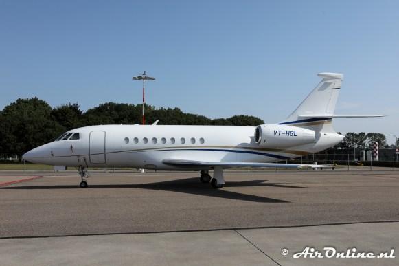 VT-HGL Dassault Falcon 2000 op het platform op vrijdag