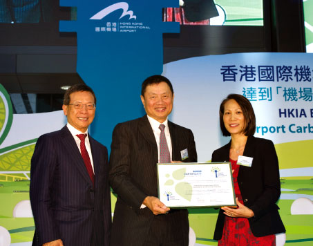 Hong Kong Airport becomes the first airport in Asia-Pacific to achieve 'Optimisation' – Pictured at the certificate ceremony are Mr. Stanley Hui, CEO of Airport Authority Hong Kong; Dr. Marvin Cheung, Chairman of Airport Authority Hong Kong and Ms. Patti Chau, Regional Director, ACI Asia-Pacific.