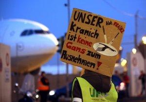 Lufthansa cabin crew on strike