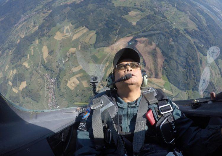 Ketua STPI aerobatik pesawat Votec 322