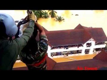 EC725 TUDM sedang Menurunkan bantuan di Manik Urai, Kelantan