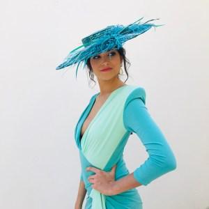Pamela de paja y plumas modelo Megan