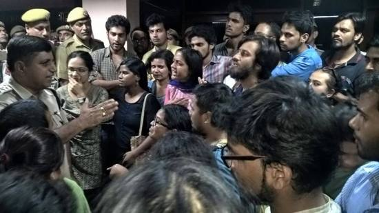Police asks Students to leave the UGC premises