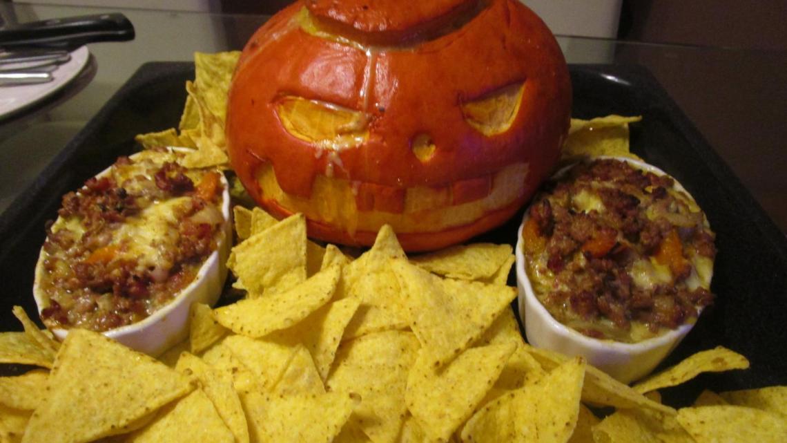 Gefüllter Halloweenkürbis