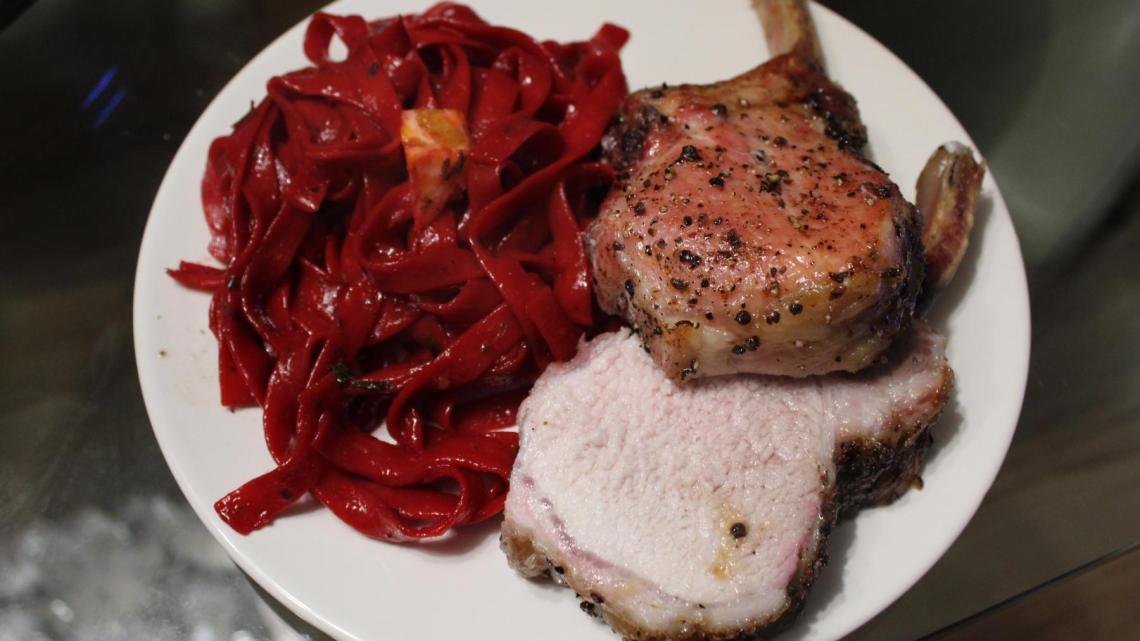 Duroc Karree mit Rote Beete Pasta