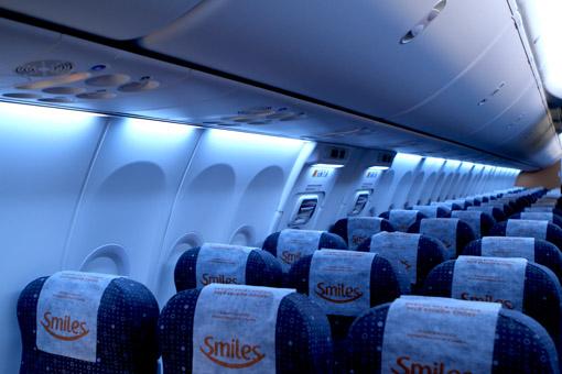 Resultado de imagem para dentro de um avião