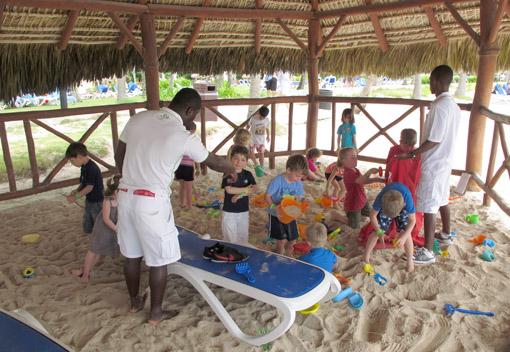 Brincando na areia no CLUB MED PUNTA CANA