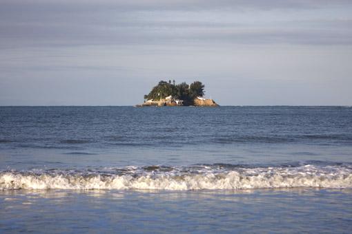 Ilha na praia de Pernambuco no Guarujá