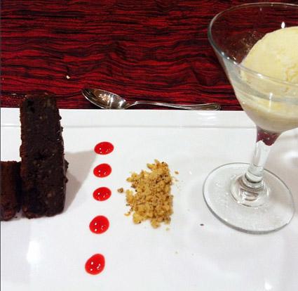 Postres - Brownie de Chocolate y helado de Vanilla