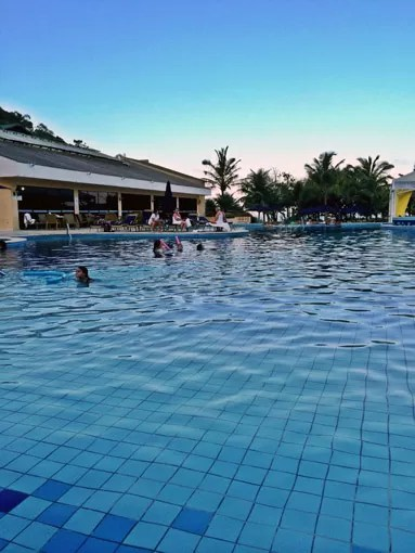 final tarde piscina