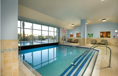 Drury Inn & Suites Orlando piscina