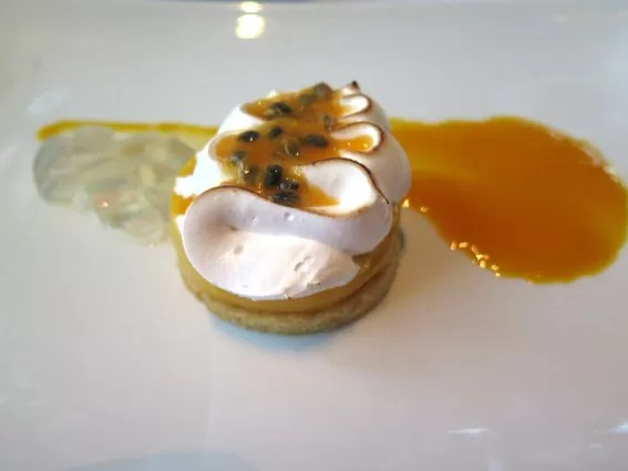 Passion Fruit Meringue Tart - Restaurante Asiate Mandarin Oriental