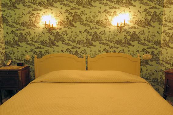 cama hôtel de l'abeille