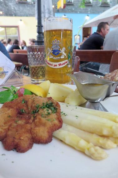 Schnitzel com aspargos