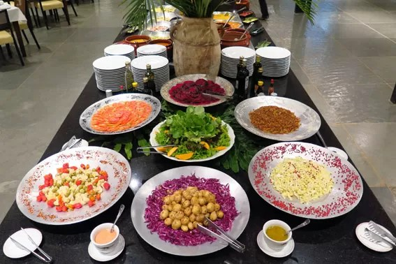 buffet-salada-fazenda-capoava
