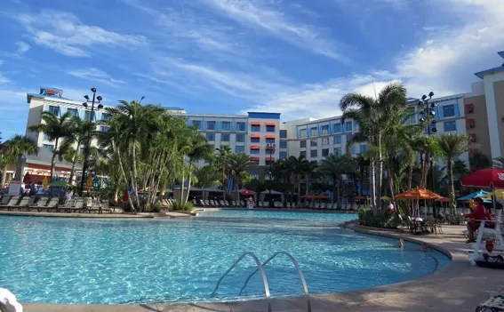 loews-sapphire-falls-resort-piscina
