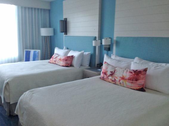 loews-sapphire-falls-resort-suite-cama