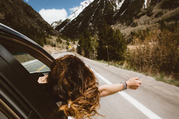 viajando com vidros abertos