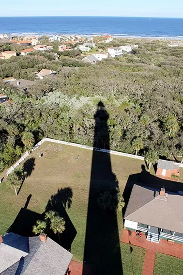 Ponce de Leon Inlet Lighthouse and Museum - Sombra do Farol visto de cima.