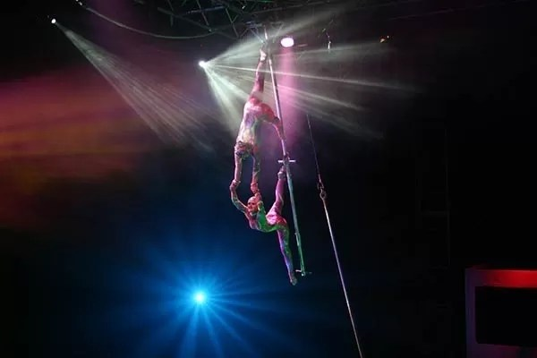 Cirque Vertigo Wallenda Duo