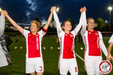 28-04-2017: Voetbal: Vrouwen Ajax v PSV: Amsterdam Daphne Koster of Ajax Anouk Hoogendijk of Ajax Kelly Zeeman of Ajax
