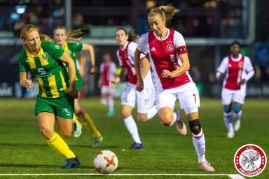 22-09-2017: Voetbal: Vrouwen Ajax v ADO den Haag: Amsterdam Eredivisie vrouwen Sportpark de toekomst seizoen 2017-2018 L-R Sabine Kuilenburg of ADO den Haag, Lois Oudemast of Ajax
