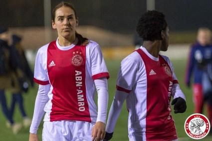 12-12-2017: Voetbal: Vrouwen Ajax v FC Twente: Amsterdam eredivisie vrouwen Sportpark de toekomst seizoen 2017-2018 L-R balende Marjolijn van den Bighelaar of Ajax