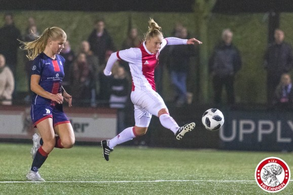 /26-01-2018: Voetbal: Vrouwen Ajax v vv Alkmaar: Amsterdam eredivisie vrouwen Sportpark de toekomst seizoen 2017-2018 L-R Linda Bakker of Ajax