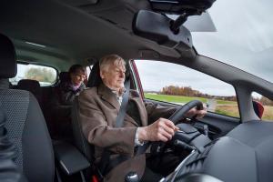 Yhdeksän kymmenestä ikäkuljettajasta miettii ajokuntoaan