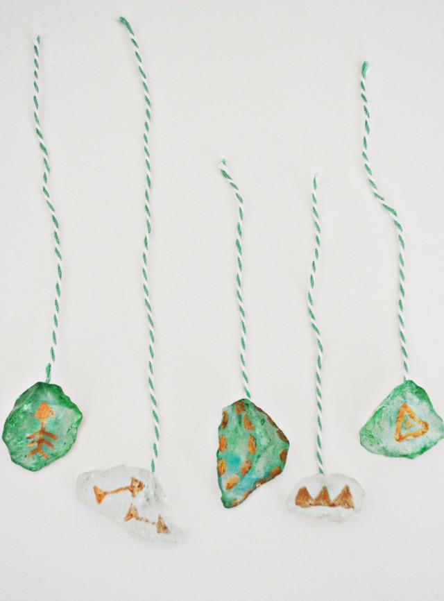 DIY pretty and fragile looking ornaments using sea glass! | A Joyful Riot @ajoyfulriot