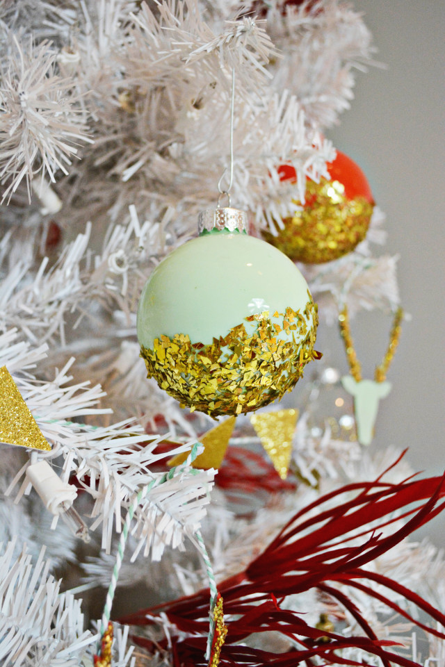 Glitter Dipped Ornaments | A Joyful Riot @ajoyfulriot
