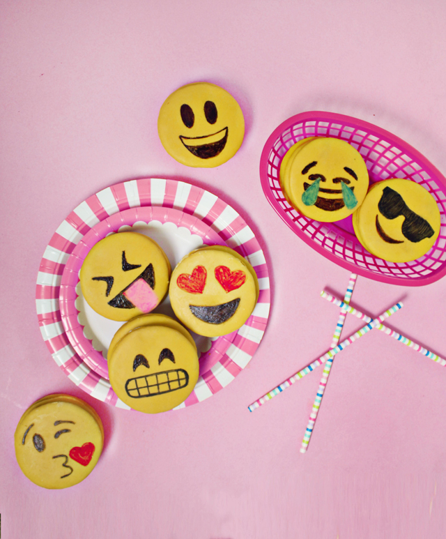 emoji-party-moonpies1