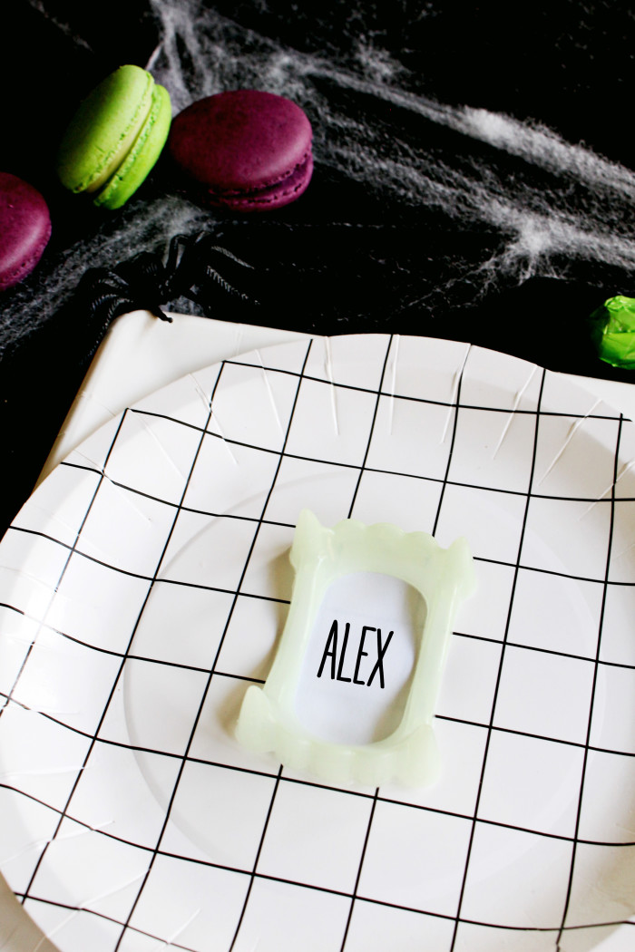 Clever little vampire teeth placecards via ajoyfulriot.com @ajoyfulriot 2
