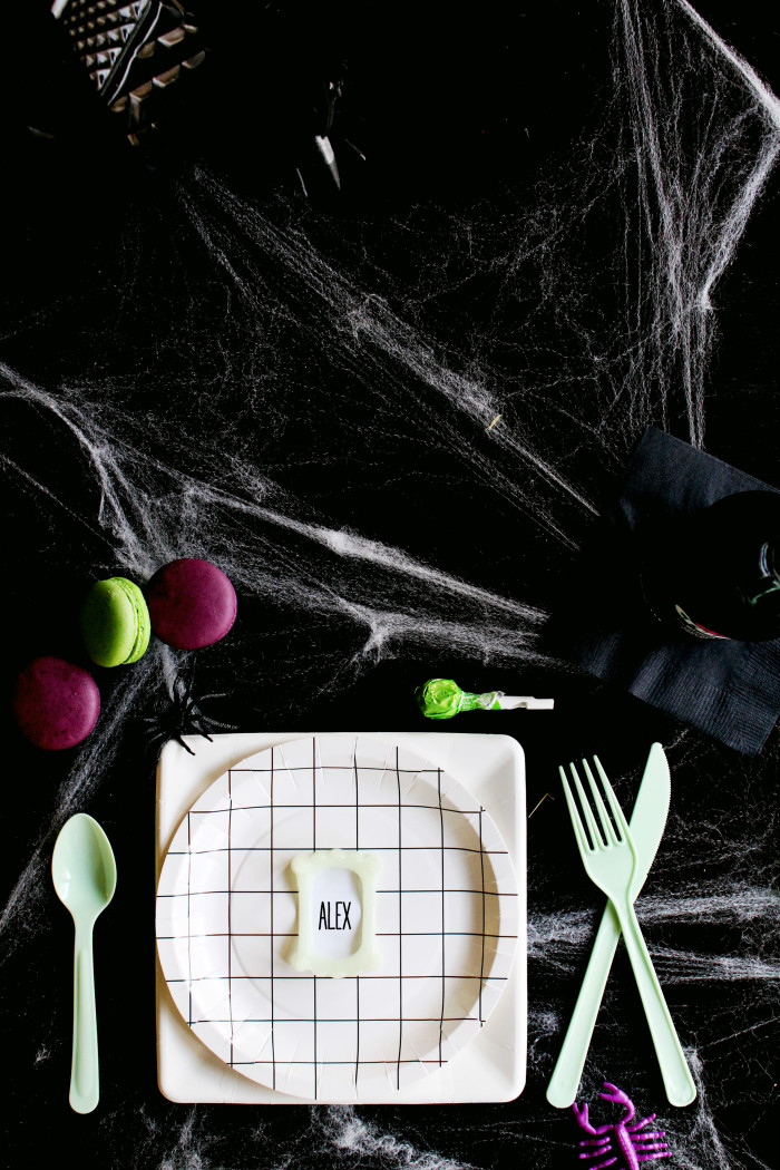 Clever little vampire teeth placecards via ajoyfulriot.com @ajoyfulriot 9