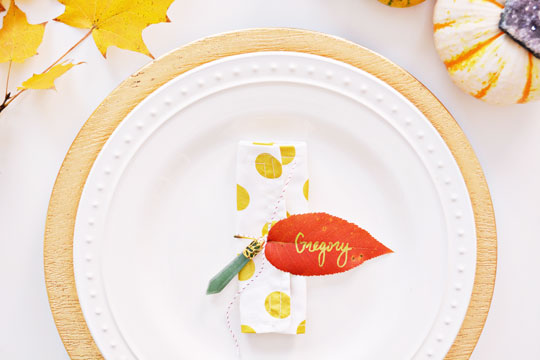 Simple Leaf Napkin Rings for Thanksgiving @ajoyfulrio