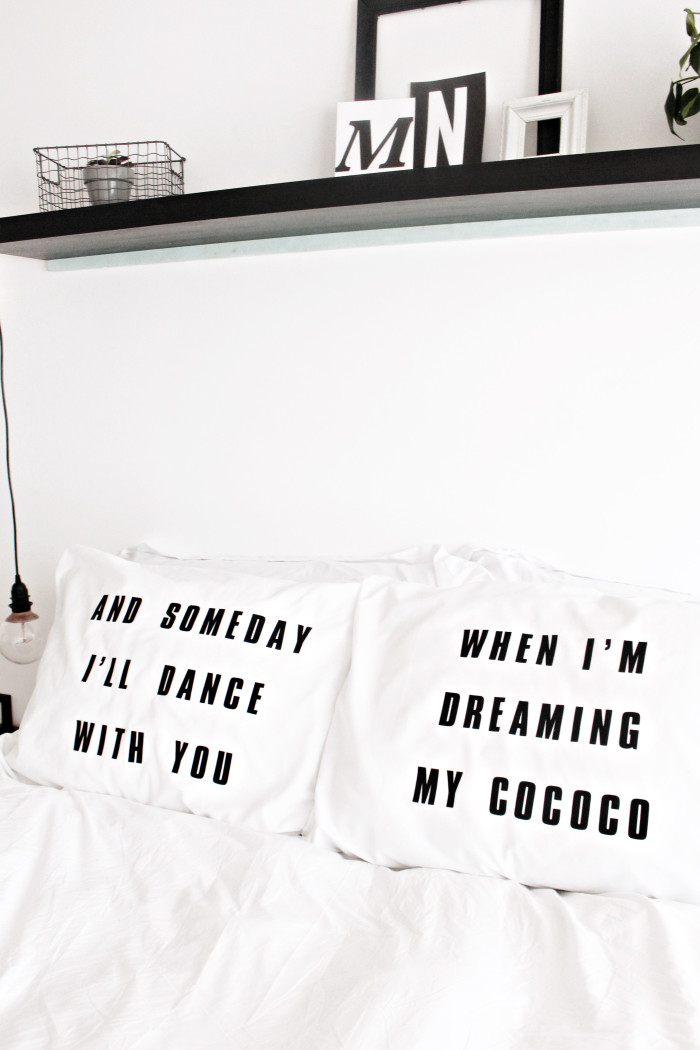 DIY graphic pillowcases featuring your favorite song lyrics via @ajoyfulriot ajoyfulriot.com