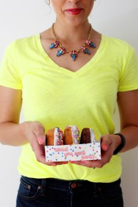 Free printable donut trays with five designs and an easy template via ajoyfulriot.com