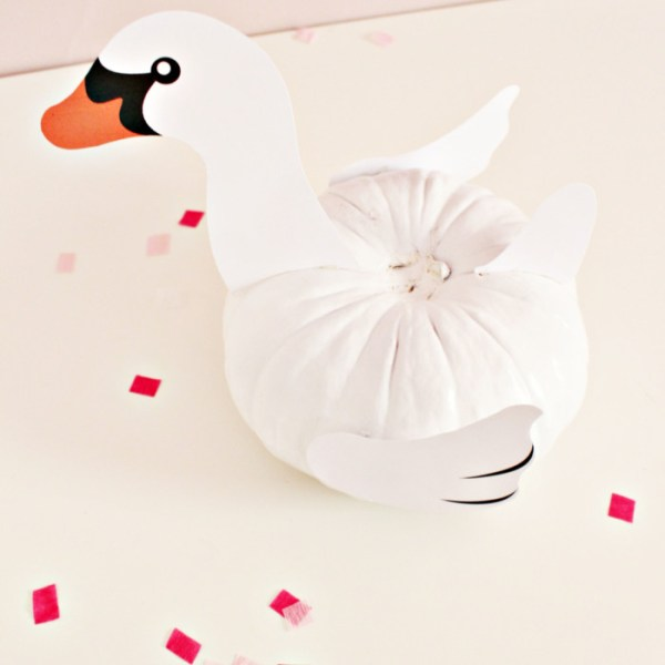 Pool Float Pumpkins for Halloween (with free printables!)