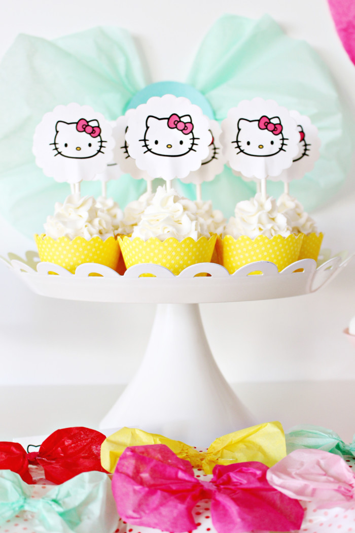 This adorable bow themed party is perfect for gender reveals, girls of all ages, hello kitty or minnie mouse! | A Joyful Riot